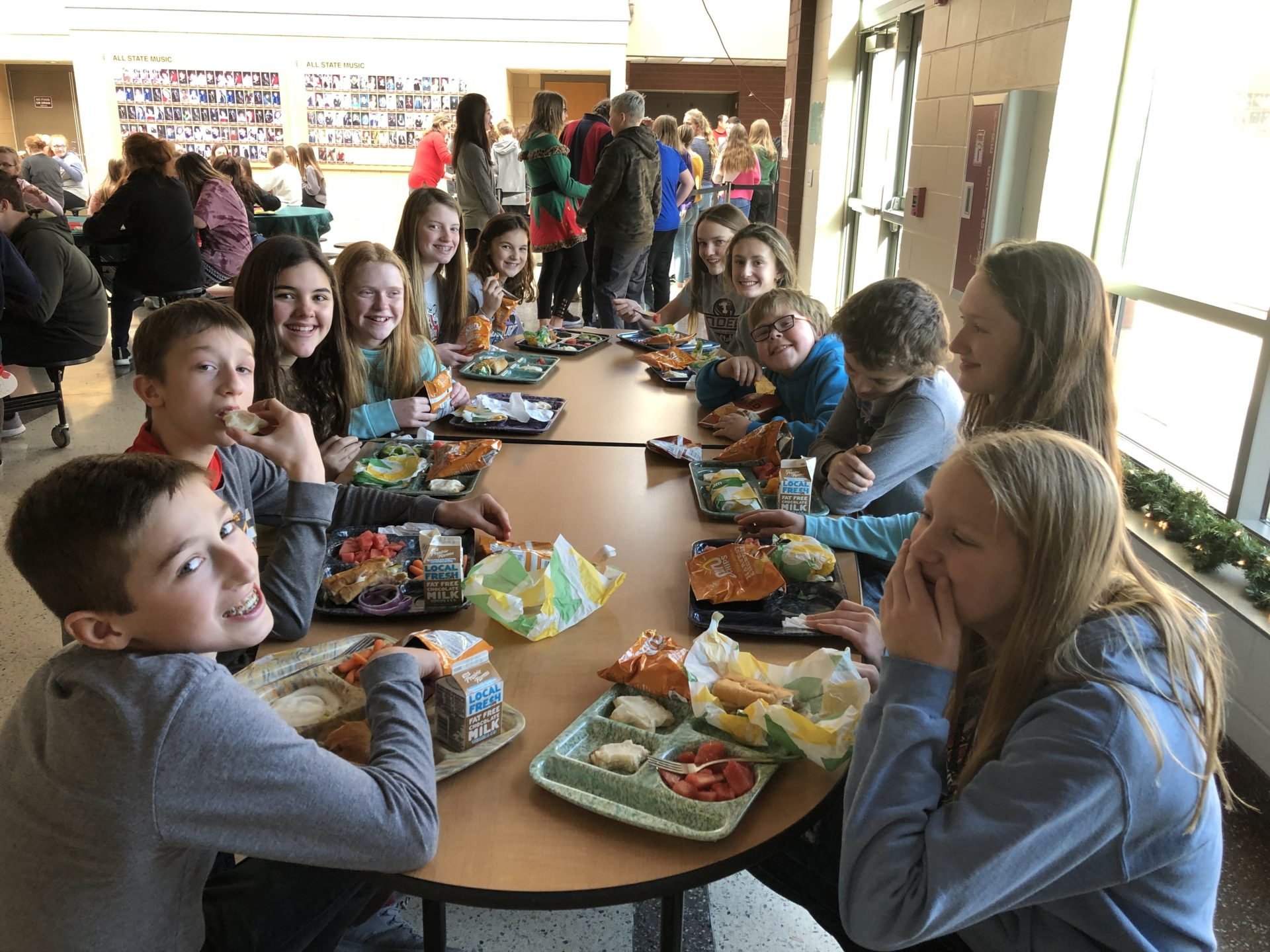 students eating lunch together