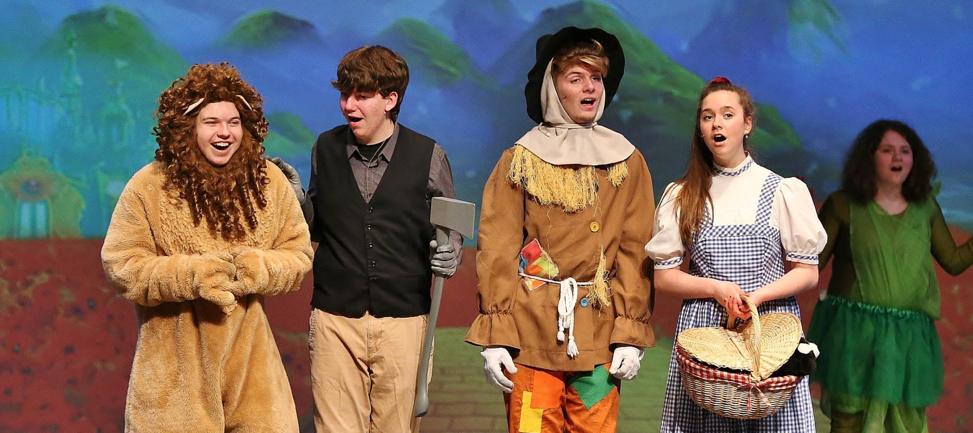 students perform Wizard of Oz